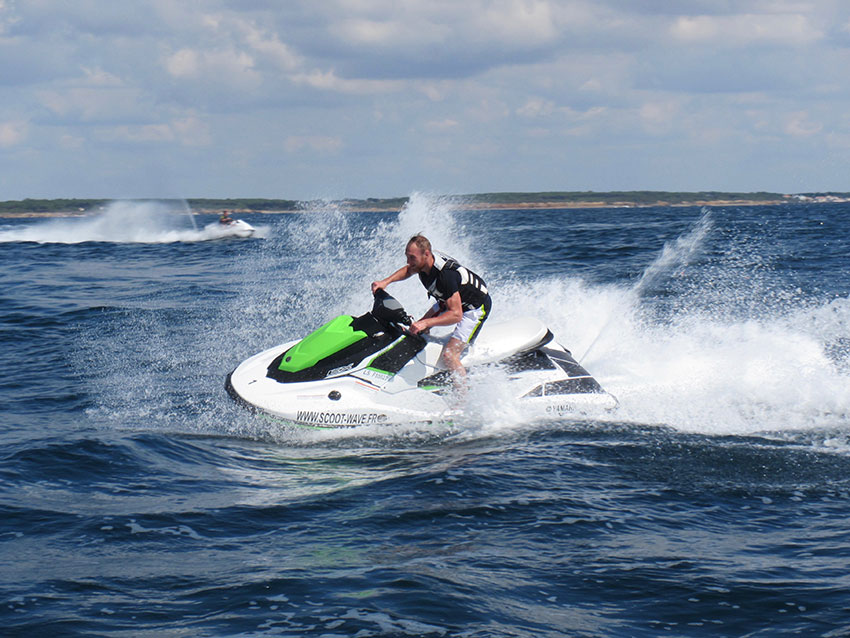 faire-du-jet-ski-scoot-wave
